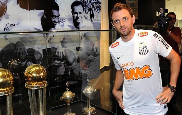 Montillo apresentado no Santos (Foto: Ivan Storti / Site Oficial do Santos)