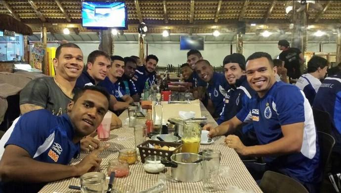 Jogadores do Cruzeiro comemoram liderança (Foto: Reprodução)