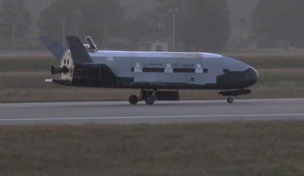 Avião espacial não tripulado aterrissa nos EUA após 469 dias de voo Aviao