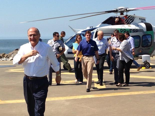 Alckmin chegou de helicóptero no Emissário Submarino, em Santos (Foto: Orion Pires/G1)