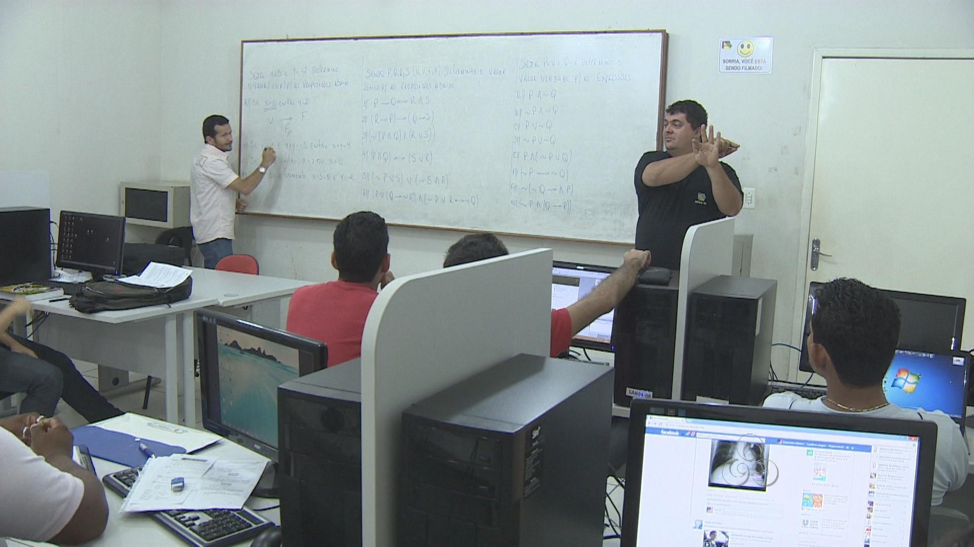 O intérprete em sala de aula é fundamental para oa prendizados dos alunos (Foto: Bom Dia Amazônia)