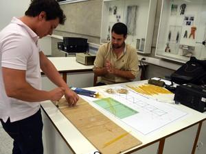 Estudantes de engenharia civil projetam pontes de macarrão em Piracicaba (Foto: Thomaz Fernandes/G1)