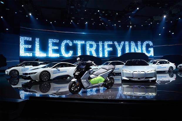 BMW promete ter 25 modelos eletrificados em sua linha até 2025 (Foto: BMW)