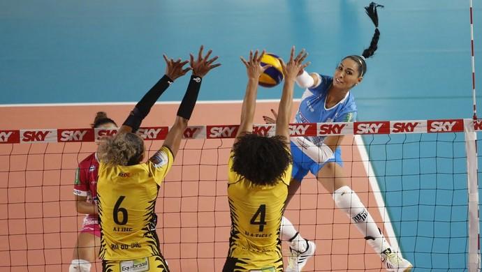 Jaqueline foi um dos destaques do Minas na vitória sobre o Rio do Sul (Foto: Divulgação/MTC)