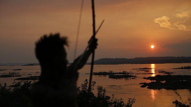 Índio mundurucu às margens do rio Tapajós; para Greenpeace, avaliação de impacto sobre indígenas e ribeirinhos da região é 'tendenciosa e incompleta'  (Foto: Lunae Parracho Greenpeace)