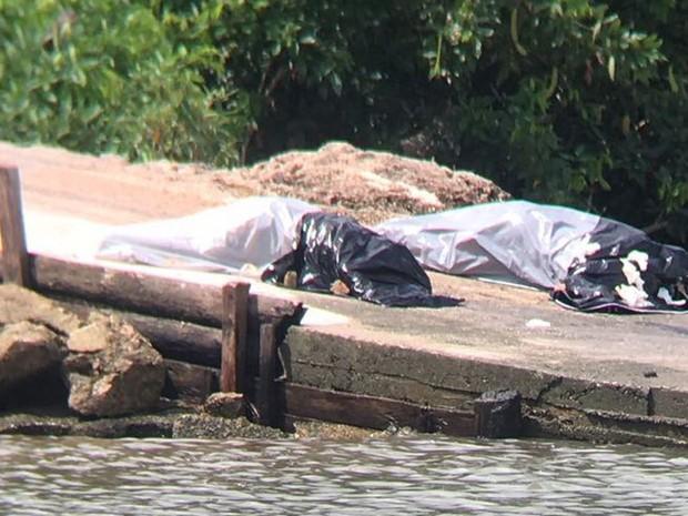 Corpos de vítimas do naufrágio da lancha no Rio Pará na última quarta-feira (7) foram encontrados neste sábado próximo à Vila Canapijó. (Foto: Fernando Lima)