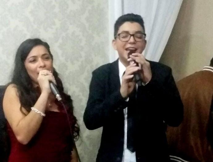 Wagner Barreto também cantou junto com a irmã Tabata, na cerimônia (Foto: Arquivo pessoal)
