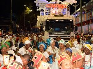 Já no circuito do Campo Grande, a banda Cortejo Afro desfila pelas ruas do centro da cidade (Foto: Marcos Costa/Ag. Haack/Agecom)