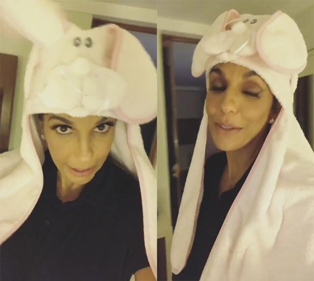 Ivete Sangalo posa com presente das gêmeas (Foto: reprodução/instagram)
