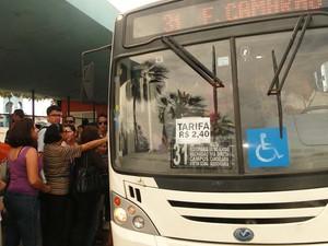 Usuários do transporte público em Natal reclamam da qualidade do serviço (Foto: Ricardo Araújo/G1)