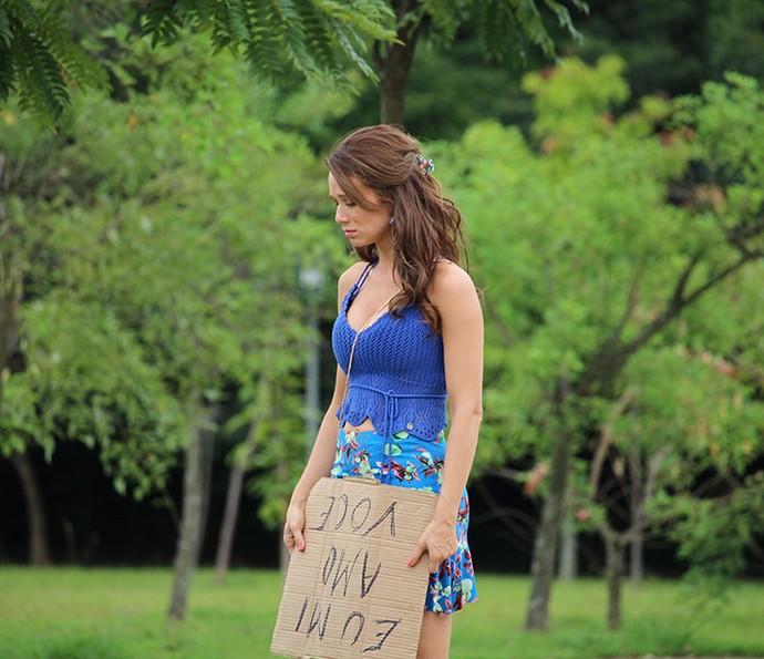 Tancinha fica inconformada com a resistência de Apolo (Foto: TV Globo)