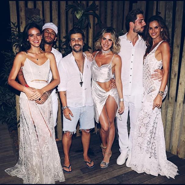 Neymar, Bruna Marquezine, Giovanna Ewbank, Bruno Gagliasso, Kevin Trapp e Izabel Goulart (Foto: Instagram/Reprodução)