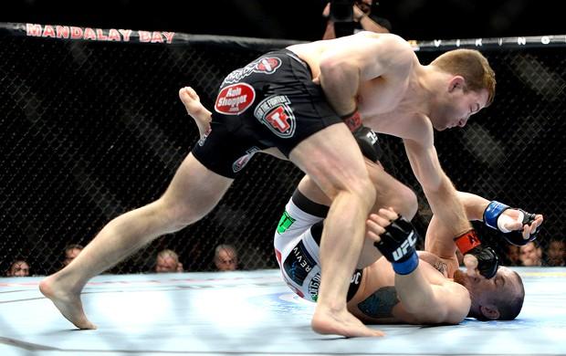 Zach Makovsky luta UFC 170 (Foto: Getty Images)