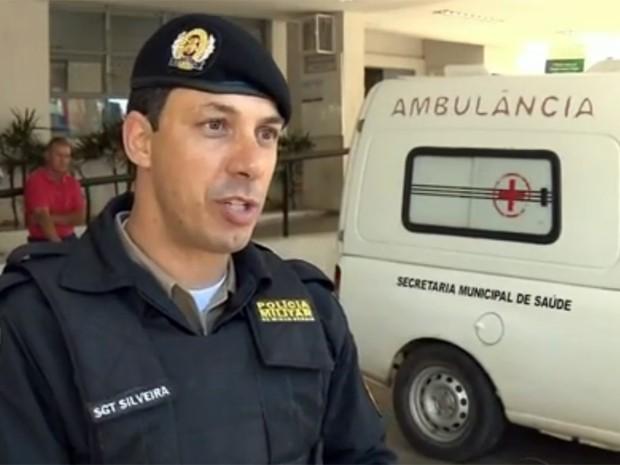 Policial reencontrou bebê que salvou na terça-feira em Pouso Alegre (Foto: Reprodução EPTV)