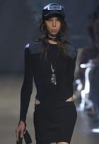 Donatella Versace escolhe modelos magérrimas para desfile em Londres