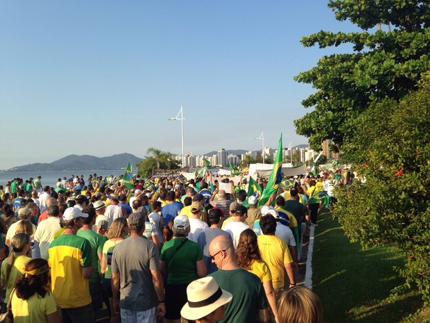 Manifestantes fizeram passeata em Florianópolis (Foto: Antonio Neto/Divulgação)