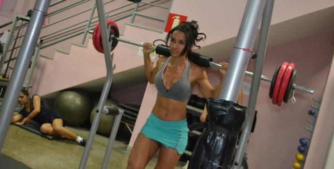 Para manter a forma, além de correr. Elaine malha cerca de 1h e 30min à tarde (Foto: Clarisse Caldeira)