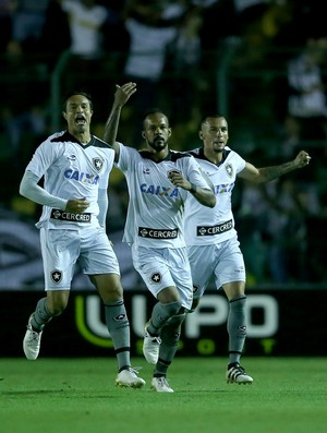 Bruno Silva comemora gol do Botafogo sobre o Figueirense (Foto: CRISTIANO ANDUJAR/AGIF/ESTADÃO CONTEÚDO)