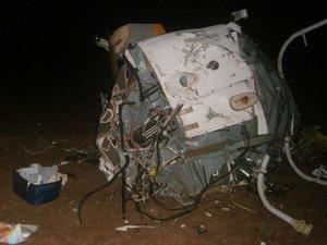 Helicóptero de Fernandão cai em banco de areia às margens do Rio Araguaia, em Goiás (Foto: Divulgação/ Corpo de Bombeiros)