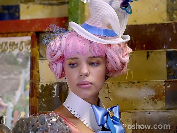 Juliana é mal recebida por Pituquinha (Foto: Meu Pedacinho de Chão/TV Globo)