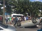 Carro capota na Avenida Agamenon Magalhães e deixa uma pessoa ferida