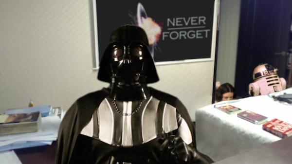 O vilão Darth Vader no lugar do professor Robert Kelly (Foto: Reprodução)