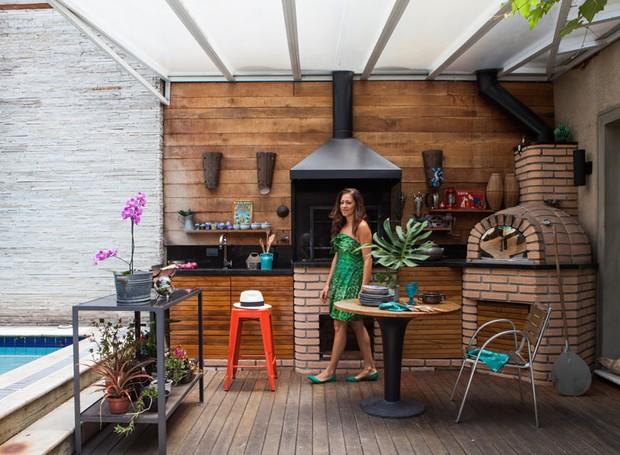 Reforma renova casa antiga com amplaárea de lazer Casa e Jardim Casa e Jardim se importa -> Decoração Para Area Externa Churrasqueira