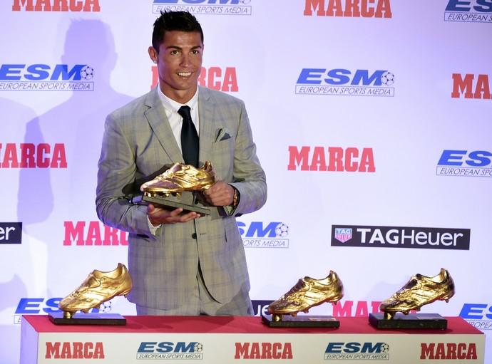 6be9c897f0 Cristiano Ronaldo recebe sua 4ª Chuteira de Ouro e diz querer mais
