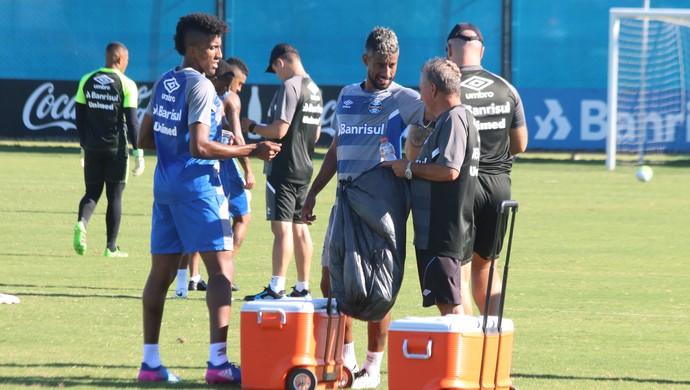 Cortez Léo Moura treino Grêmio (Foto: Eduardo Moura/GloboEsporte.com)