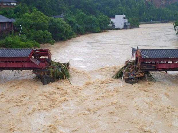 Ponte quebrada na China após passagem do tufão Meranti (Foto: Reuters)