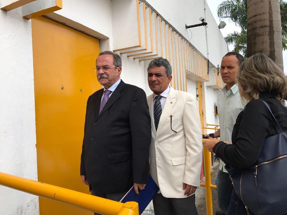 Pedro Eurico e Marcellus Ugiette acompanharam inspeção (Foto: Thays Estarque/G1)