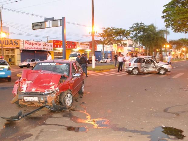 Polícia solicitou imagens das câmeras de segurança de comércio no cruzamento. (Foto: Osvaldo Duarte/ Dourados News)