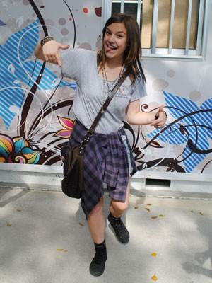 Alice reproduz sua pose de ano novo (Foto: Malhação / Tv Globo)
