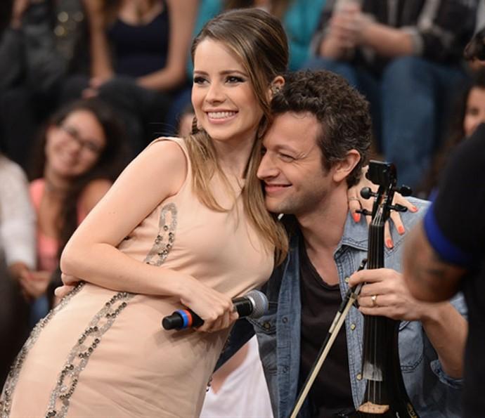 Sandy grávida de Theo com o marido Lucas Limas (Foto: Paulo Cardeal/TV Globo)