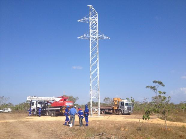 Ao menos 61 torres farão a interligação de quatro subestações de energia (Foto: Cassio Albuquerque/G1)