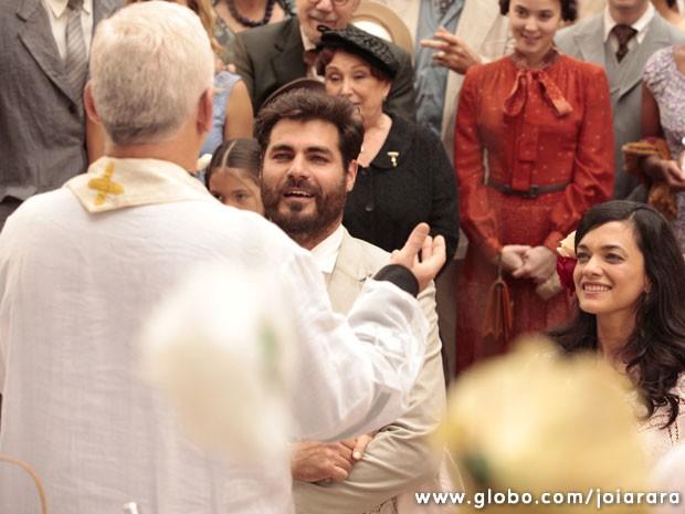 Toni e Gaia se casam com festa no cortiço (Foto: Joia Rara / Tv Globo)