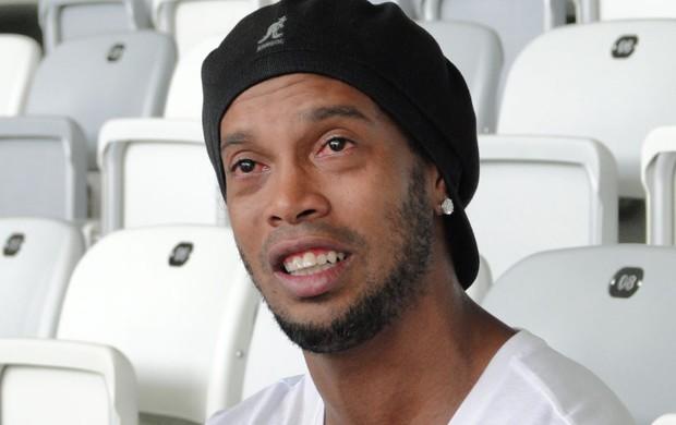 Ronaldinho Gaúcho chora ao falar de dona Miguelina (Foto: Valeska Silva / Globoesporte.com)