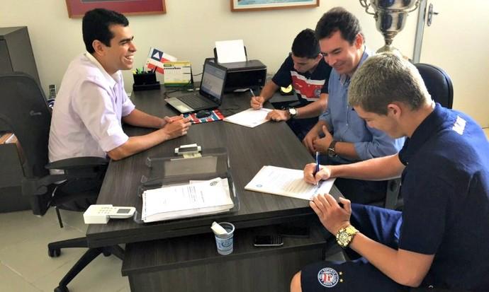 Bruno Paulista e Rômulo renovam contrato com o Bahia até o final de 2018 (Foto: Divulgação/E.C. Bahia)
