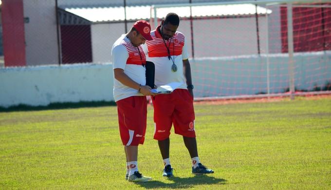 Paulo Foiani técnico Tricordiano (Foto: Régis Melo)