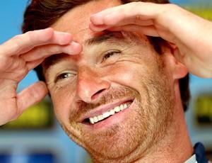 Andre Villas Boas na coletiva do Tottenham (Foto: Getty Images)