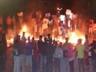 Manifestantes desbloqueiam rodovia e começam a desocupar casas