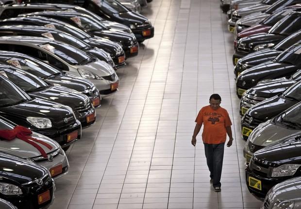 Revendedora de carros ; automóveis ; vendas de carros novos ; veículos ;  (Foto: Marcelo Camargo/Agência Brasil)