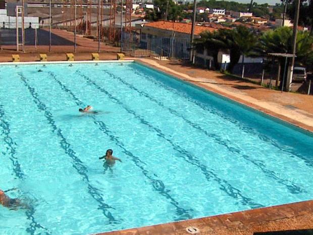 Famílias podem se divertir utilizando as piscinas públicas de Campinas (Foto: Reprodução/EPTV)