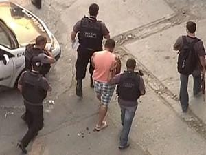 Polícia prende um dos 75 suspeitos de integrar quadrilha de aborto no Rio (Foto: Reprodução/ TV Globo)