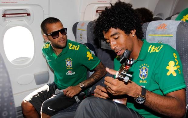Dante Daniel Alves Seleção Brasil cavaco cavaquinho (Foto: Rafael Ribeiro/CBF)