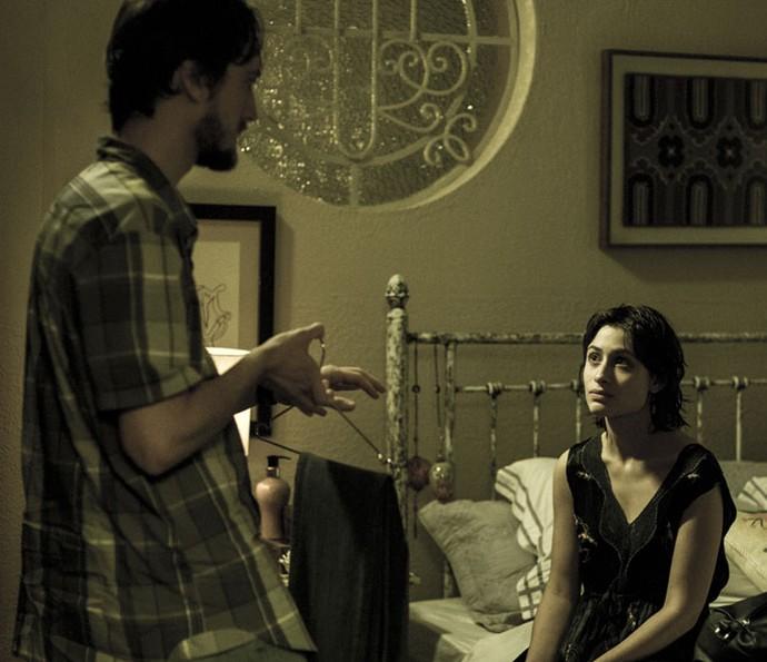 Débora e Marcelo discutem sobre criminoso (Foto: Ellen Soares/Gshow)