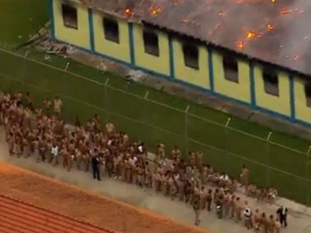 Presos fazem rebelião em presídio de Franco da Rocha (Foto: TV Globo/Reprodução)