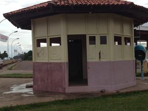 Guarita do Canal do Jandiá sem guardas municipais (Foto: Maiara Pires/G1)
