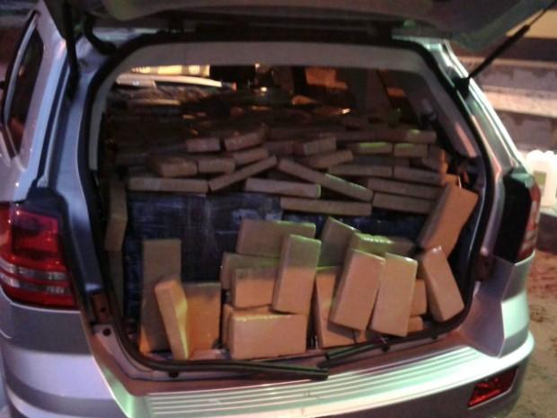 Droga era transportada de Paraguai para Goiás (Foto: Divulgação/PRE)
