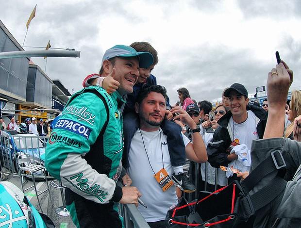 Barrichello Stock Car etapa Curitiba fãs (Foto: Miguel Costa Jr. / Divulgação)